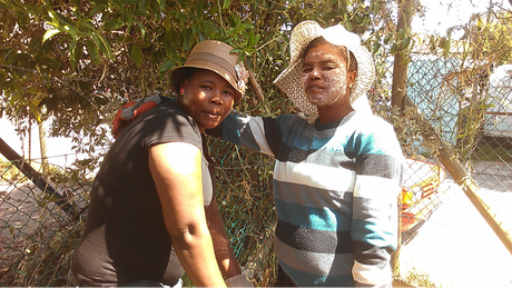 Nandipha & Noziphiwo team up to expand the community garden at the Masiphumelele Soup Kitchen